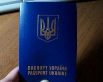 Нацбанк разрешил менять валюту по загранпаспортам