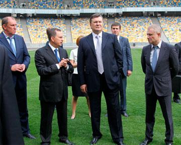 """Как трибуны """"фукали"""" Януковичу и Ющенко? (ВИДЕО)"""