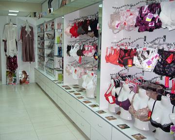В магазине представлен широкий ассортимент женского и мужского нижнего
