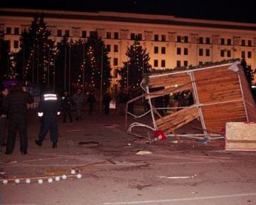 Одурманенный лихач с дипломом юриста в пятницу, 13 января, атаковал елку в центре Луганска