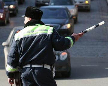 В Одессе водитель Porsche Cayene пытался отбиться от гаишников ножами