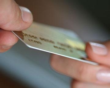 Злоумышленнинки покупали мобильные телефоны по подельным платежным карточкам