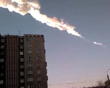 Метеорит пролетел над крышами домов (26.03.2013)