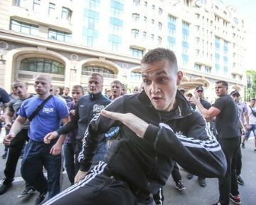 """Подозреваемый в избиении журналистов не задержан """"по объективным причинам"""", - МВД"""