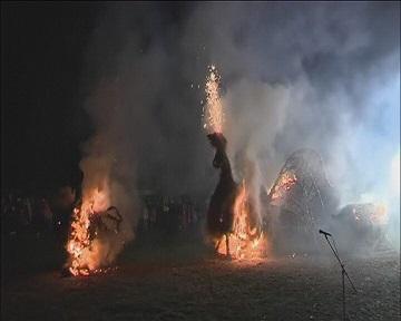 В Литве прошел традиционный праздник сжигания соломенных фигур (видео)