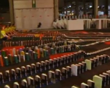 В Бельгии установили рекорд по длиннейшей цепи падающих книг (видео)