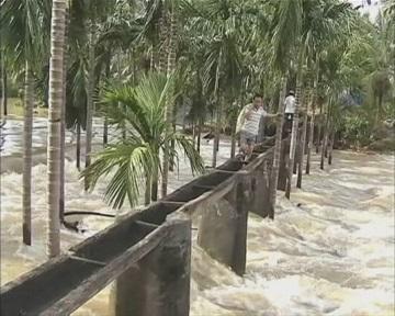 "В Китай пришел тайфун ""Хайян"", унесший 10 000 жизней на Филиппинах (видео)"