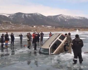 Русские умельцы достали из Байкала утонувшую машину (видео)