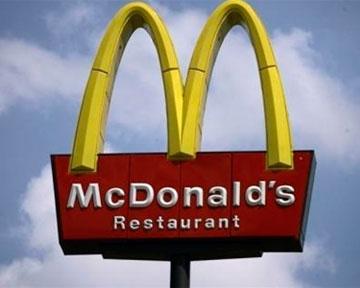 """В """"Макдоналдсе"""" клиентам вместо заказа выдали пакет с деньгами"""