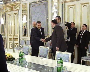 Янукович выразил соболезнование семьям погибших во время событий на улице Грушевского (видео)