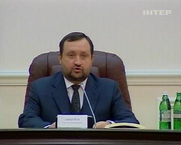 Арбузов объяснил падение курса гривны политической нестабильностью в стране (видео)