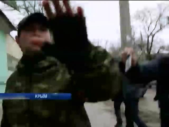 """В Крыму напали на съемочную группу """"Подробностей"""" (видео)"""