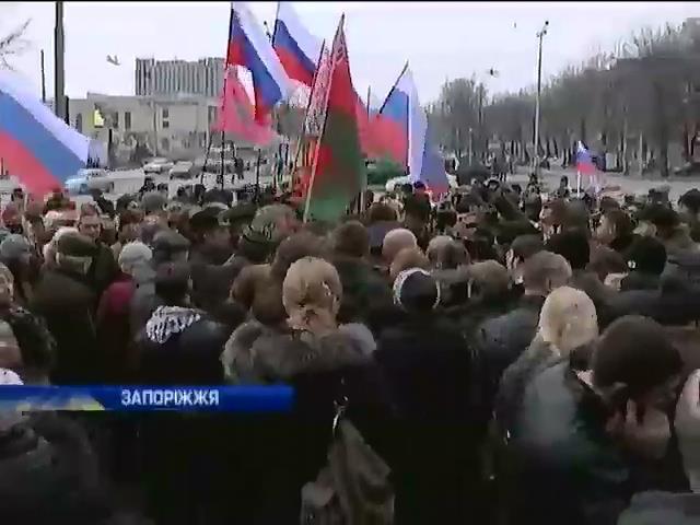 По югу и востоку Украины прошла волна митингов (видео)