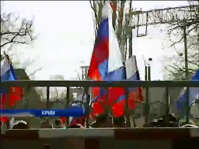 Самооборона Крыма продолжает блокировать военную часть под Бахчисараем (видео)
