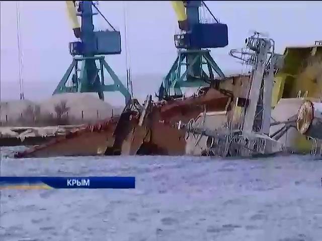 Россияне затопили старый корабль у входа в бухту Донузлав (видео)