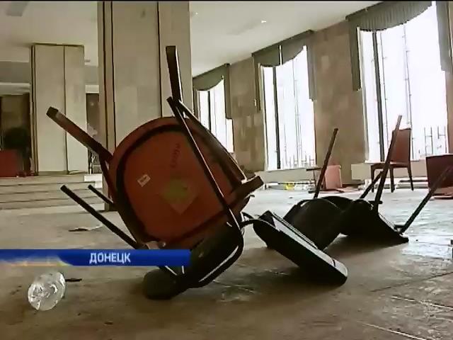 Донецкая милиция разблокировала здания Донецкой областной администрации (видео)