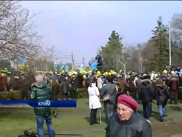 Мирное население Крыма разделилось на два лагеря (видео)