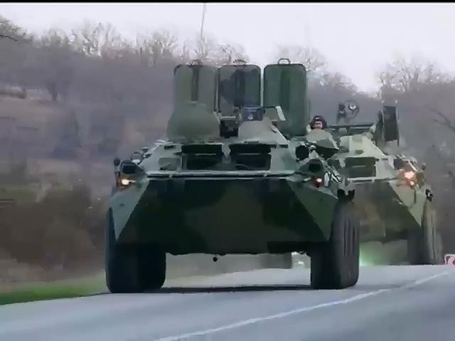 В Крыму зафиксировано передвижение колон российских военных (видео)