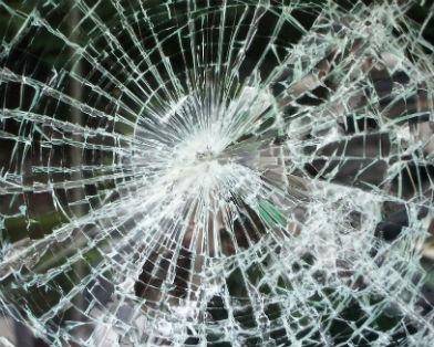 ...из травматического оружия повредили окна в рейсовом автобусе и двух маршрутных такси в Виннице.