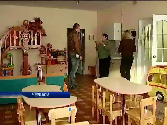 В Черкассах родители требуют открыть детсад, который закрыли на ремонт (видео)