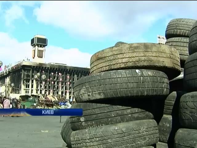 Баррикады в центре Киева убирать не будут, пока не разойдется Майдан (видео)