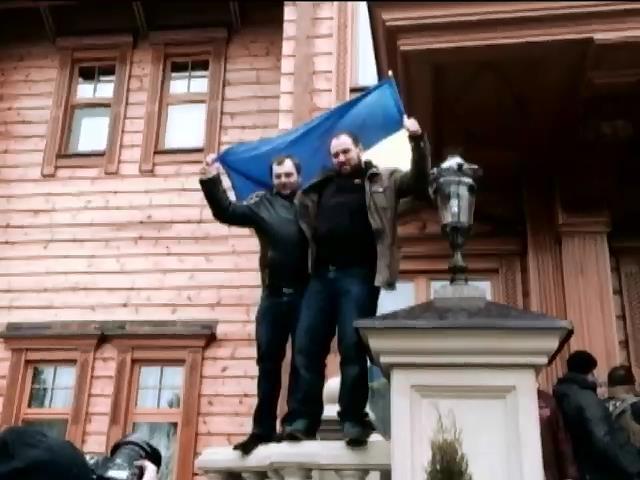 Сегодня в Крыму освободили задержанных активистов и командующего ВМС (видео)