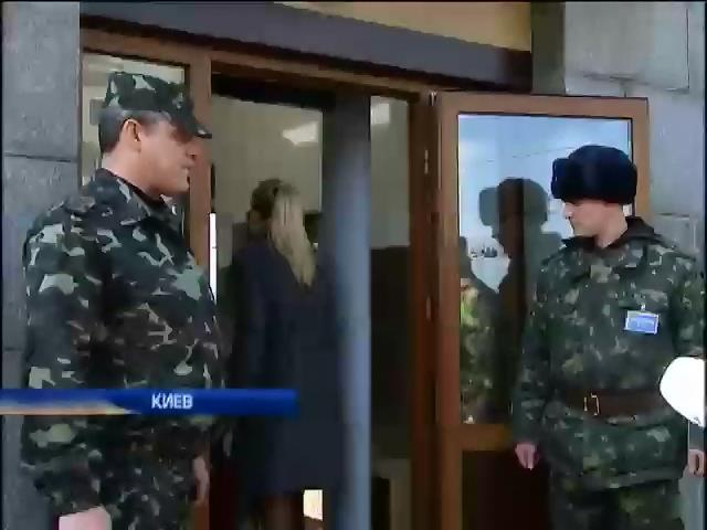 В Киеве пикетировали здание Министерства обороны (видео)
