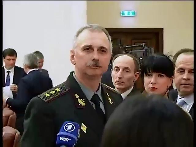 Глава Минобороны обещает вывести украинских военных из Крыма (видео)