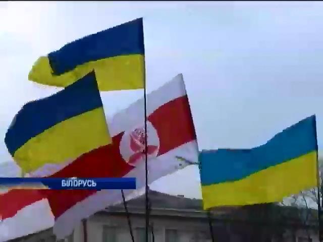 Жители Минска поддержали Украину (видео)