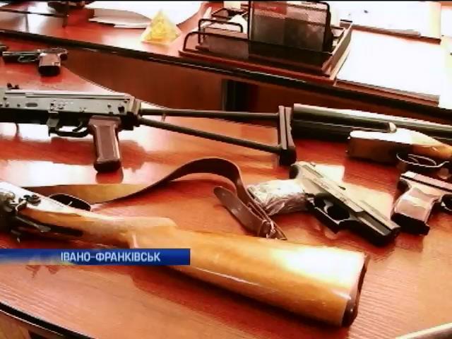 На Прикарпатье продолжается добровольная сдача оружия (видео)