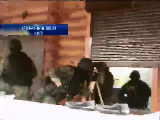 Киевский УБОП задержал банду с арсеналом оружия (видео)