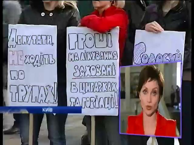 Заседание Рады прошло под аккомпанемент митингующих (видео)