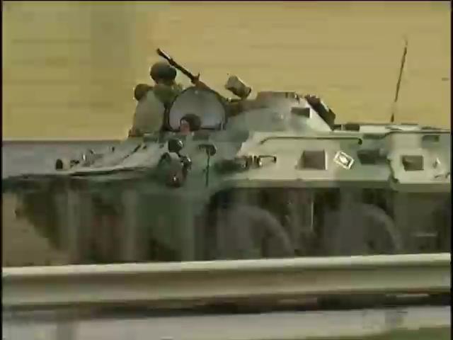 Из Крыма выводят украинскую военную технику (видео)