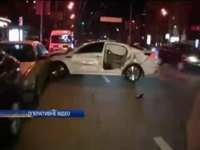 В центре Киева столкнулись сразу 4 машины (видео)