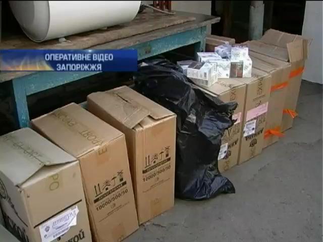 В Запорожье конфисковали крупную партию контрафактных сигарет (видео)