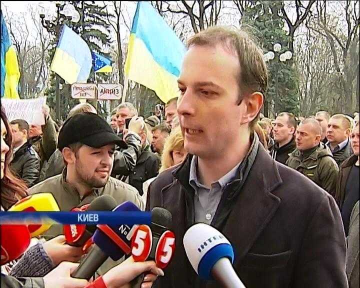 Майдановцы напомнили депутатам о люстрации судей (видео)