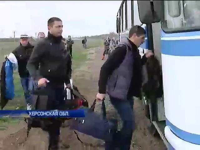 Сегодня из Крыма прибыли около ста военнослужащих, не изменивших присяге (видео)