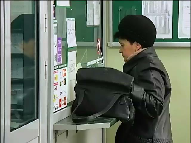 Банки Крыма начали выдавать зарплаты и пенсии в рублях (видео)