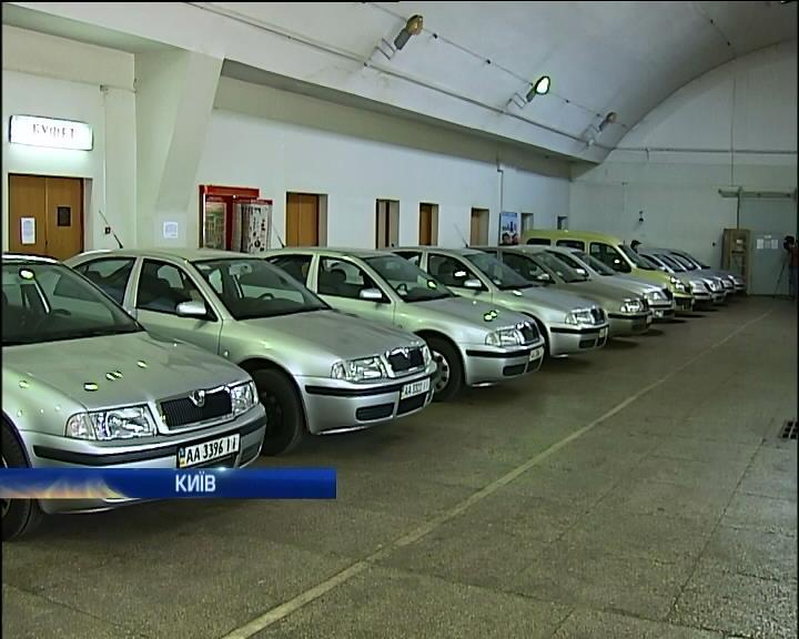Половину машин Кабмина продадут на аукционе (видео)