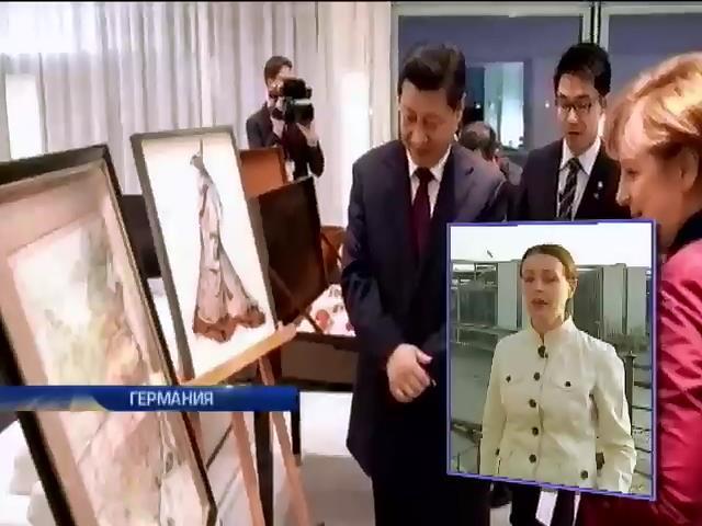 Меркель подарила Си Цзиньпину провокационную карту Китая (видео)