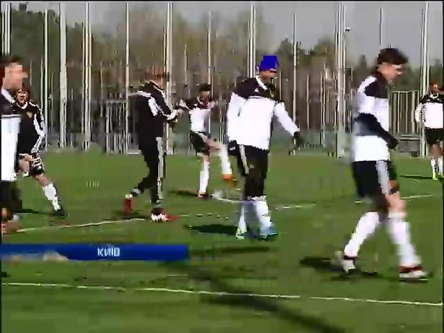 Морпехи сразились на футбольном поле со звездами шоу-бизнеса (видео)