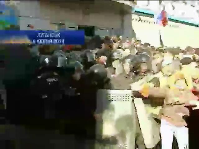 В Луганске протестующие взяли под контроль филиал НБУ (видео)