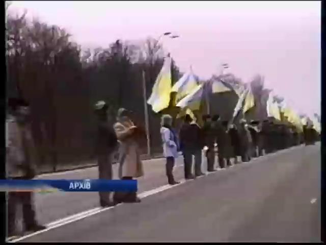 В субботу активисты хотят провести акцию единения Украины (видео)