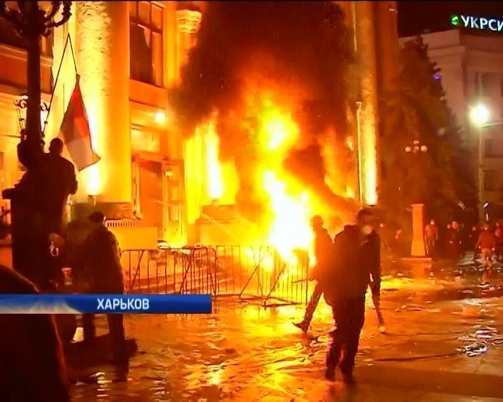 Харьков приходит в себя после ночных столкновений (видео)