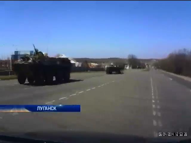 В Луганск стянули тяжелую военную технику (видео)