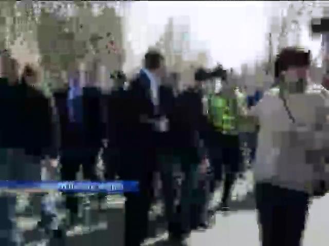 В Николаеве евромайдановец избил нардепа Царева (видео)