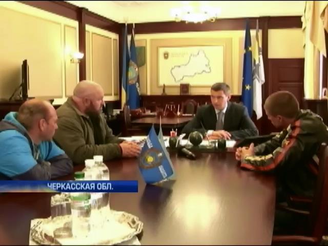 """""""Правый сектор"""" и евромайдановцы начали проводить люстрации местной власти (видео)"""