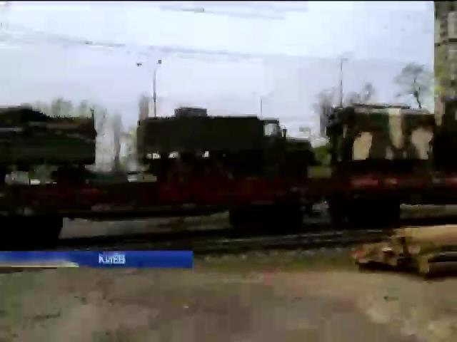В столице был замечен эшелон с солдатами и военной техникой (видео)
