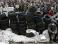 В центре Луганска пророссийские активисты укрепляют баррикады возле СБУ