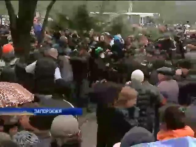Запорожские майдановцы разогнали пророссийский митинг (видео)